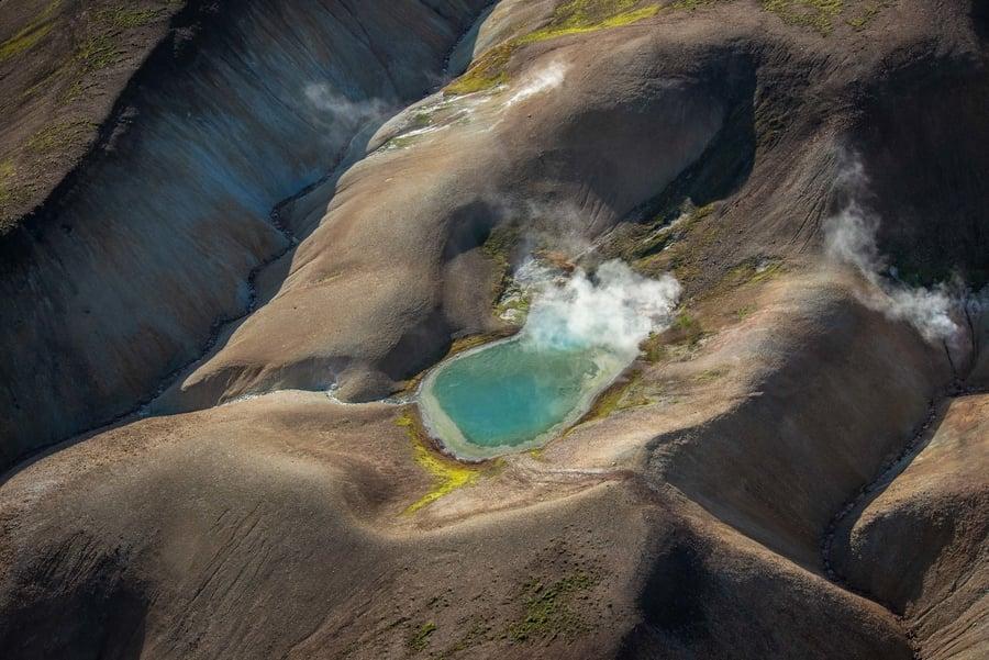 Sobrevolar Islandia en helicóptero con el tour geotermal