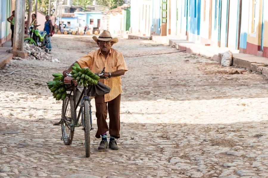 Rent a bicycle, the best thing to do in Cuba