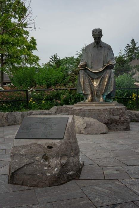 Nikola Tesla Monument, Niagara Falls view from New York