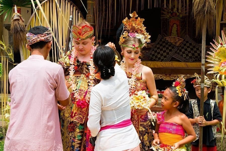 getting married in bali. something cool to do in bali
