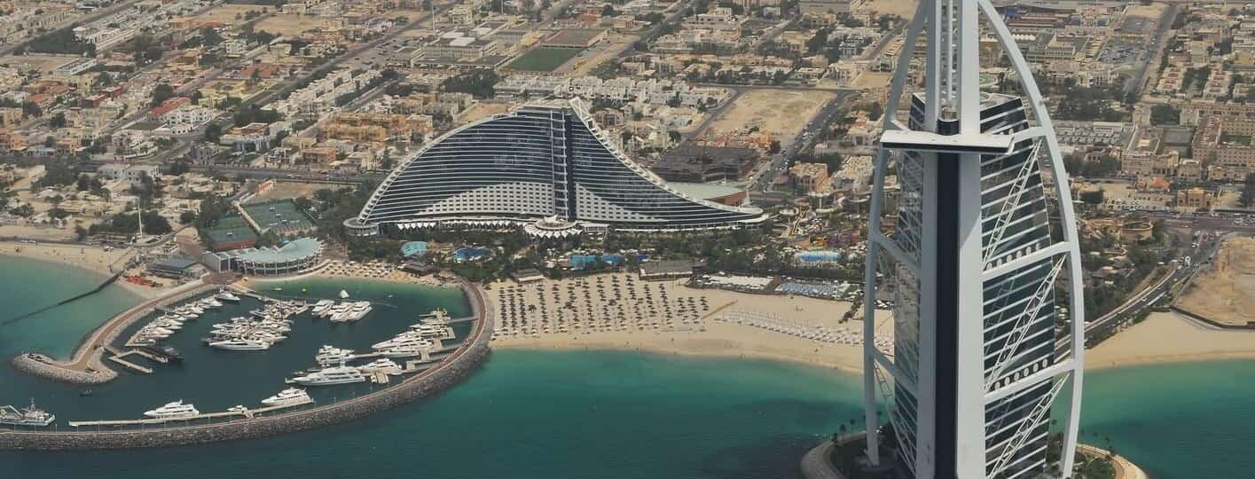 Se puede viajar a los emiratos arabes unidos