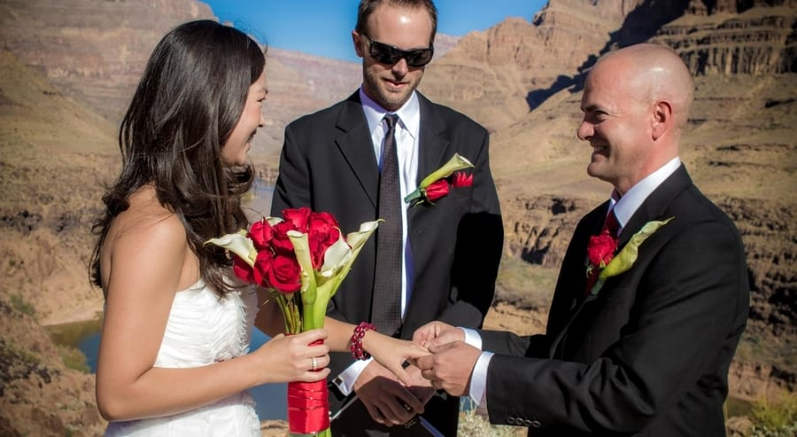 Las vegas helicopter wedding in grand canyon