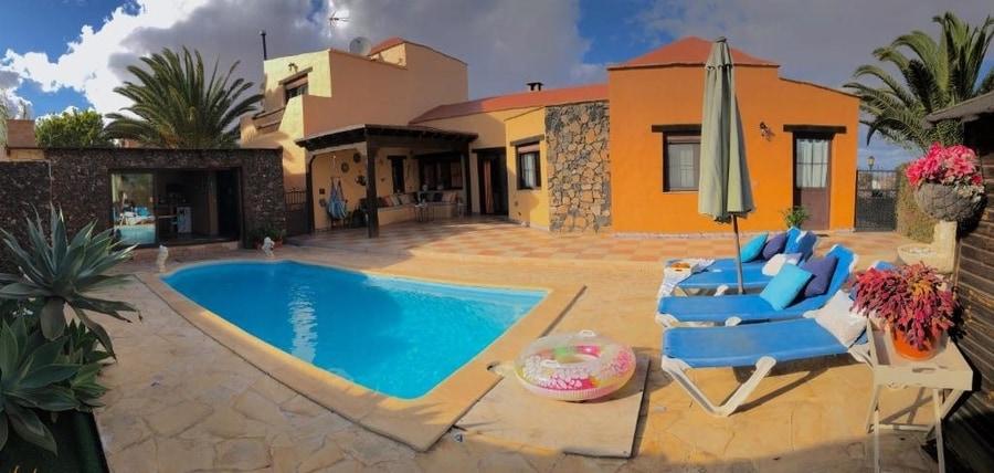 Villa Maravilla, casa rural en Fuerteventura con piscina exterior